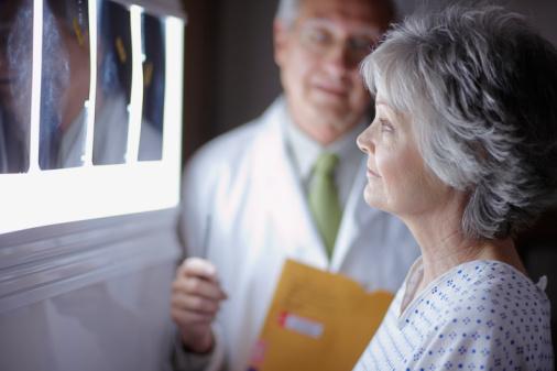 Foto von Patientin und Arzt
