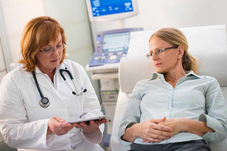 Foto von Frauenärztin und Patientin