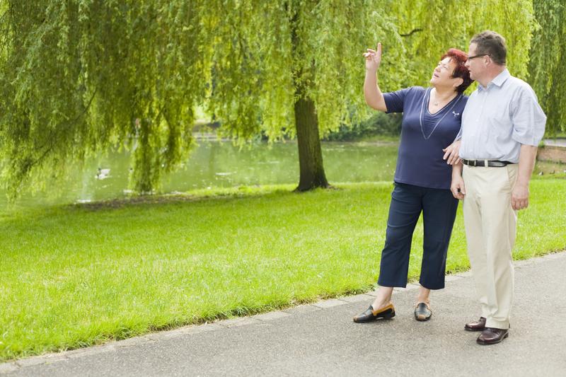 Foto von Paar beim Spaziergang