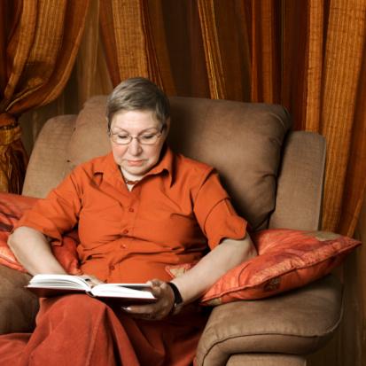 Foto von Frau beim Lesen