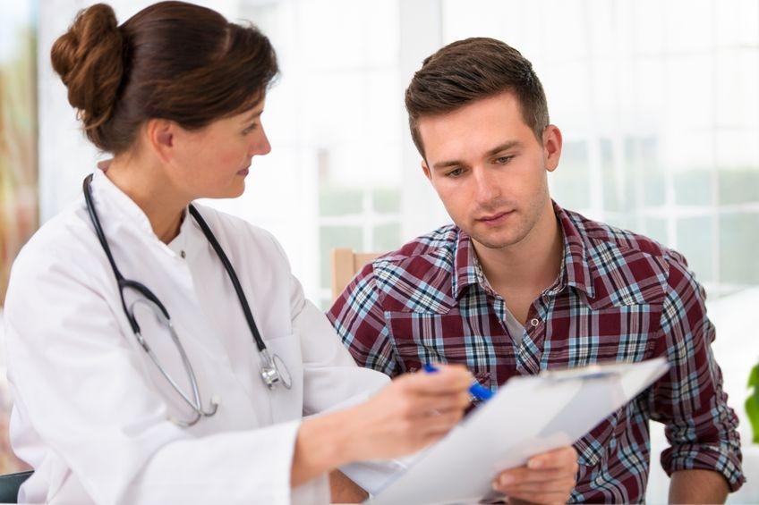 Foto von Ärztin und Patient