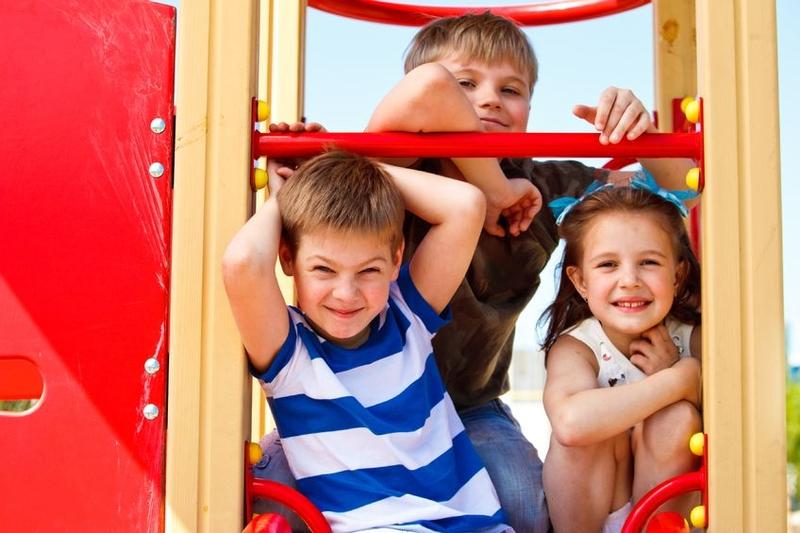 Foto von Kindern auf Klettergerüst